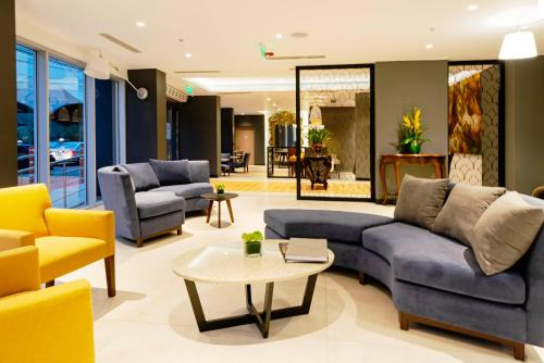 The lobby or reception area at Mercure Ariosto Miraflores