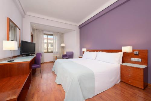 A bed or beds in a room at Hotel Madrid Centro Affiliated by Meliá