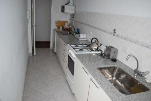 Una cocina o kitchenette en Neuquén Center Apartamentos