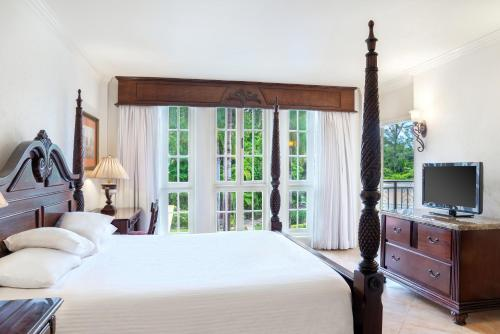 A bed or beds in a room at Jewel Dunn's River Adult Beach Resort & Spa