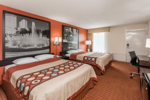 A bed or beds in a room at Super 8 by Wyndham Baton Rouge/I-10