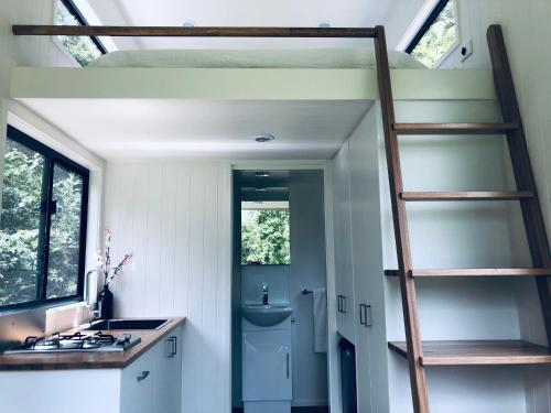 A kitchen or kitchenette at Francisco d'Anconia Tiny House