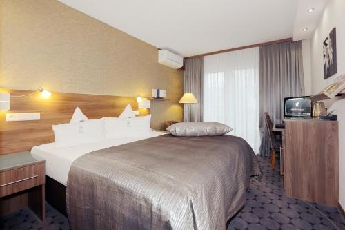 Ein Bett oder Betten in einem Zimmer der Unterkunft Hotel An der Wasserburg