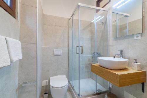 A bathroom at Studios & Apartments Porto