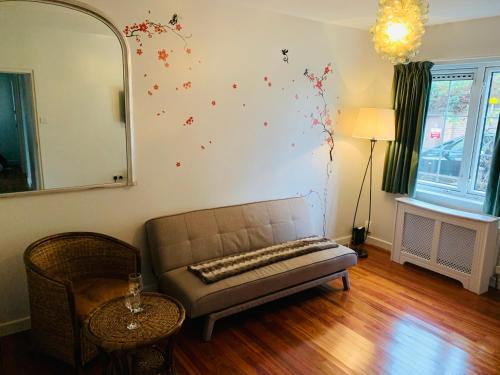 A seating area at Tapestry Apartment