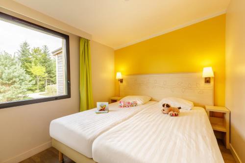 Een bed of bedden in een kamer bij Center Parcs Les Trois Forêts