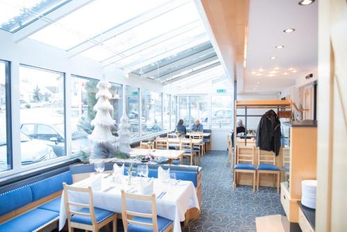 Ein Restaurant oder anderes Speiselokal in der Unterkunft Hotel Toggenburgerhof