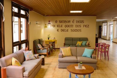 A seating area at Pousada Betânia