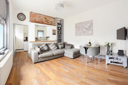 Beautiful flat near to Boscombe Beach and Gardens