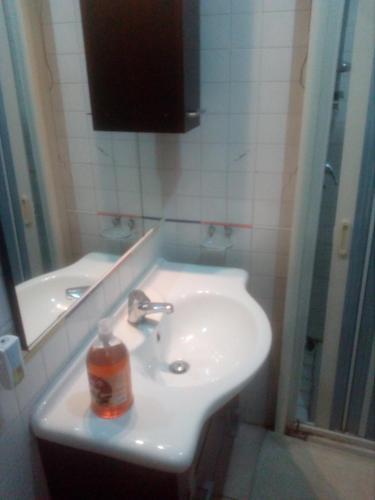 A bathroom at 69 Via Luigi Angrisani-casa di zeus