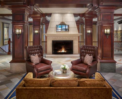 A seating area at Sun Peaks Grand Hotel & Conference Centre