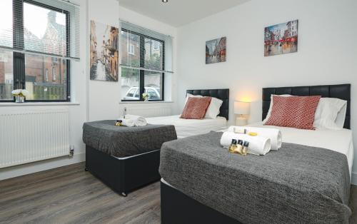 A bed or beds in a room at Reading Central Serviced Apartment