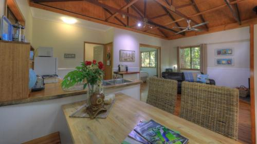 The lobby or reception area at Crater Lakes Rainforest Cottages