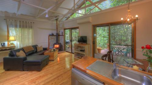 A seating area at Crater Lakes Rainforest Cottages