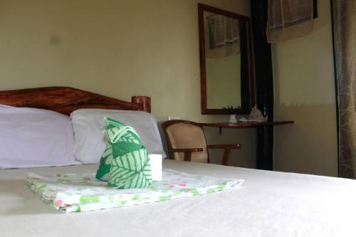 A bed or beds in a room at Novie's Tourist Inn