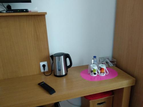 Comodidades para chá e café em ROSÉLIO REIS - ALOJAMENTO TURÍSTICO