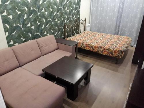 A seating area at 1-комнатная в Новом доме!