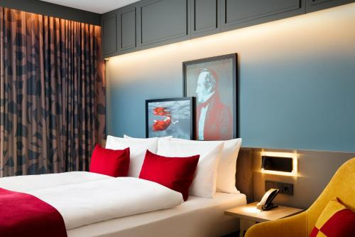 A bed or beds in a room at Holiday Inn - Hamburg - HafenCity