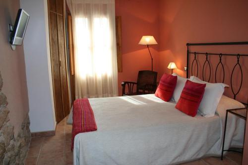 A bed or beds in a room at La Alquería