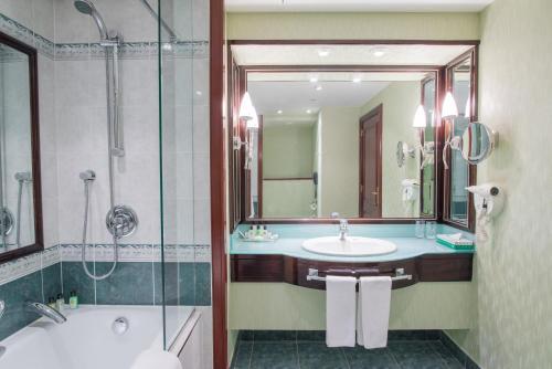 Ванная комната в City Palace Hotel Tashkent