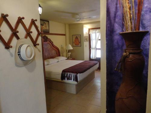 A bed or beds in a room at Hotel Hacienda Flamingos