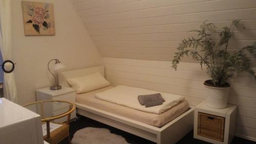 Ein Bett oder Betten in einem Zimmer der Unterkunft Hotel Pension Südring