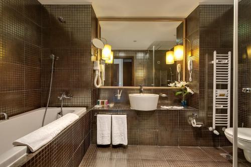 Een badkamer bij Barceló Royal Beach