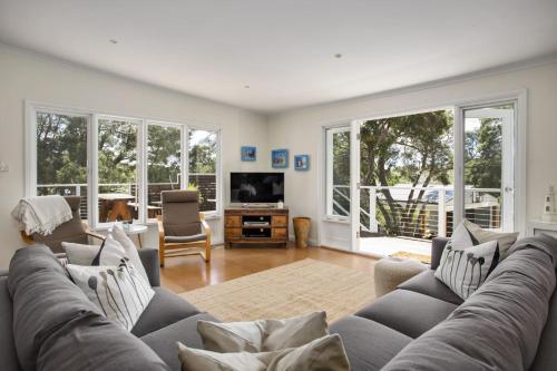 A seating area at Harleian Beach House: walk to both beaches