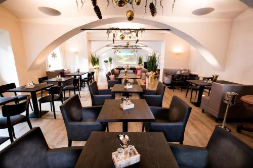 A restaurant or other place to eat at Wallner - Genusswirt mit Atmosphäre