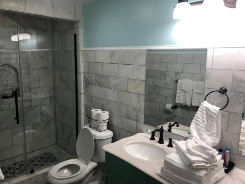 A bathroom at Haunted Hotel New Orleans