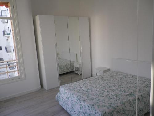 A bed or beds in a room at Impéria