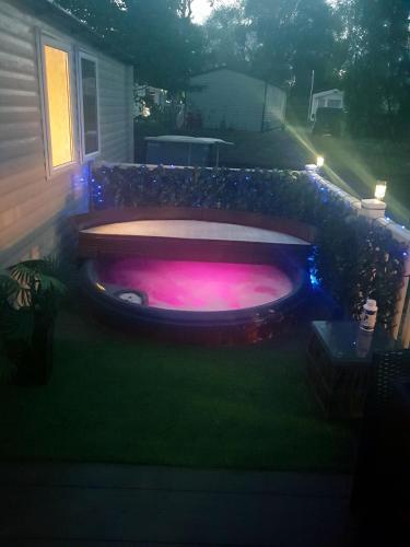 3 bedroom caravan with hot tub on Tattershall lakes