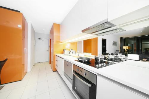 A kitchen or kitchenette at A Cozy 2BR Suite + Large Balcony at Southern Cross