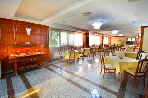Un restaurant sau alt loc unde se poate mânca la Hotel Emma Est