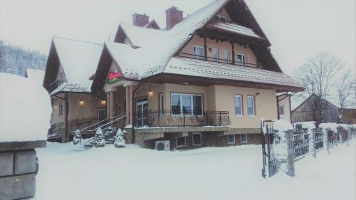 Obiekt Pensjonat i Restauracja Nowak zimą