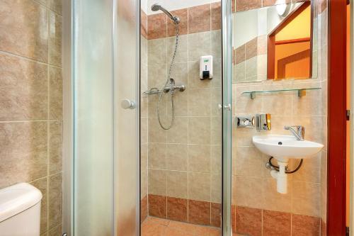 Koupelna v ubytování Basement Room Old Town