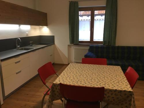 A kitchen or kitchenette at Appartamento Pier
