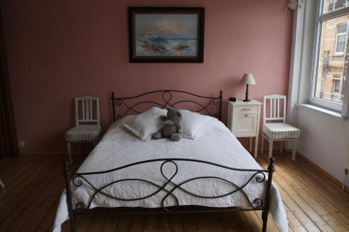 Ein Bett oder Betten in einem Zimmer der Unterkunft Knokke-Guestroom, diervriendelijk en centraal in Knokke met gratis fietsgebruik!