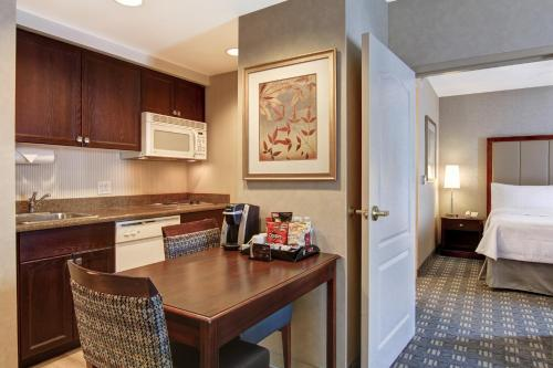 A kitchen or kitchenette at Homewood Suites by Hilton Toronto-Oakville
