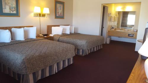 A bed or beds in a room at Cozy Inn