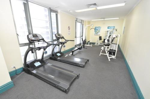 The fitness center and/or fitness facilities at Sydney CBD Self Contained Modern Studio Apartments (PITT)