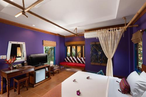 Телевизор и/или развлекательный центр в Lawana Resort