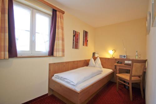 Ein Bett oder Betten in einem Zimmer der Unterkunft Landhotel beim Has'n