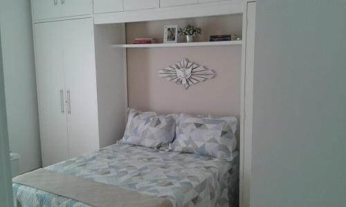 A bed or beds in a room at Casa da Lia
