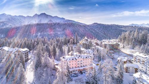 A bird's-eye view of Romantik Hotel Schweizerhof