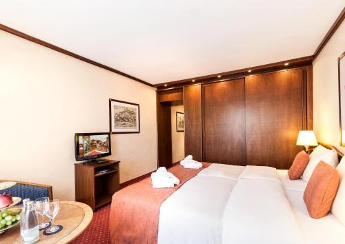A bed or beds in a room at Living Hotel Berlin Mitte