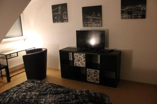 A television and/or entertainment center at Pension Am Waldeck