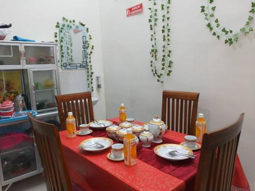 A restaurant or other place to eat at Homestay Elysian
