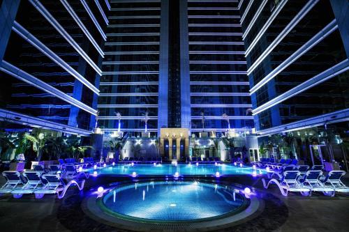 Бассейн в Ghaya Grand Hotel & Apartments или поблизости