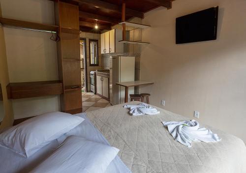 Cama ou camas em um quarto em Lonier Ilha Inn Flats